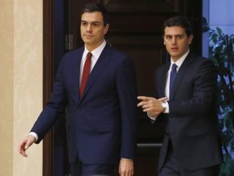El secretari general del PSOE, Pedro Sánchez, i el president de C's, Albert Rivera, el passat 25 de febrer al Congrés EFE