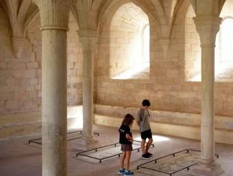 Els participants descobreixen qui hi ha enterrat al monestir a través d'unes activitats que difonen l'art i la història EPN