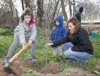 Voluntaris de totes edats participen en les diverses jornades de recuperació del riu CEN