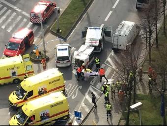 Ambulàncies i serveis sanitaris, ahir al centre de Brussel·les. AFP
