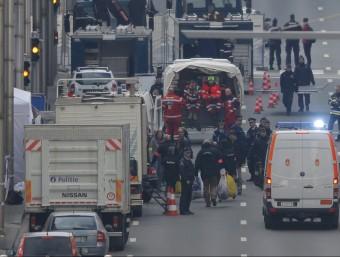 La policia belga, treballant a l'estació de metro de Maalbeek REUTERS