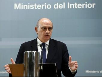 Fernández Díaz explicant ahir la reunió del pacte antigihadista amb PP, PSOE, C', Unió i Podem d'observador CHEMA MOYA/EFE