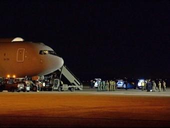 Algunes de les víctimes italianes van arribar aquesta matinada a Torí en un avió militar EFE