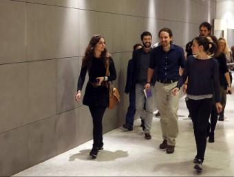 El líder de Podem, Pablo Iglesias, es dirigeix a la roda de premsa després de la reunió amb Pedro Sánchez EFE