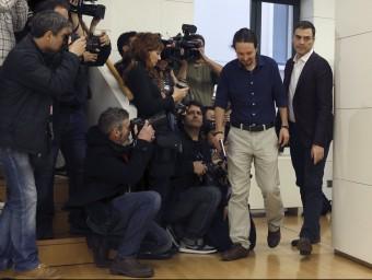 Pablo Iglesias i Pedro Sánchez, abans de la reunió, que ha aixecat molta expectació mediàtica EFE