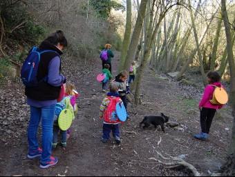 Nens i educadores passegen tres hores al dia pels boscos de Rubió JOSÉ SÁNCHEZ / INFOANOIA