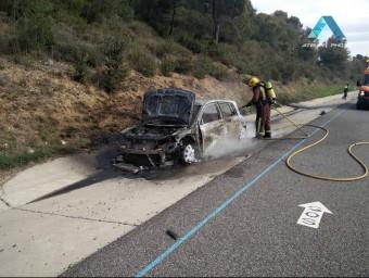 L'incendi es va originar per un problema elèctric al cotxe. ATELIER PHOTO