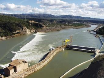 L'assut de Xerta i la central hidroelèctrica, semblant a la que Sercosa projecta. ARXIU