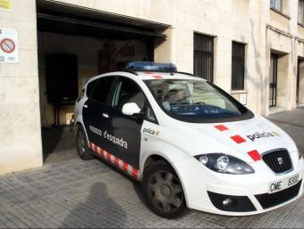 El vehicle dels Mossos d'Esquadra que va traslladar a la presó el presumpte homicida de la dona desapareguda als Pallaresos ACN