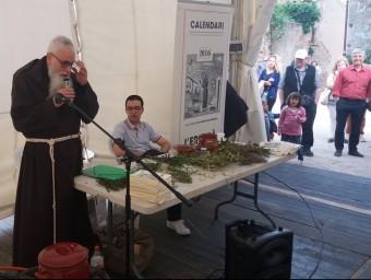 Fra Valentí Serra, en la conferència sobre tisanes amb herbes remeieres. EL PUNT AVUI
