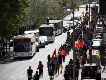 Estudiants de la UAB passant per la N-150 al seu pas per Ripollet i Cerdanyola durant la marxa contra el 3+2 fins al Parlament ACN