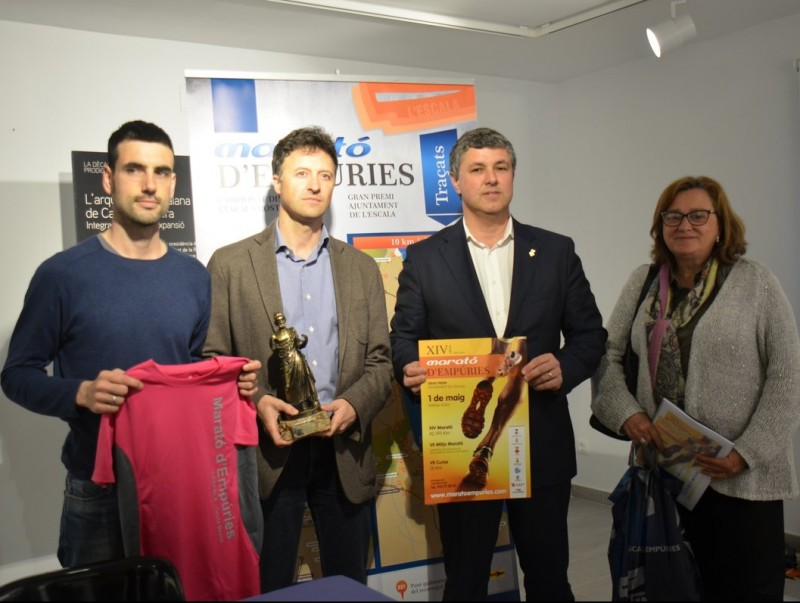 Josep Bofill (regidor), Víctor Puga (alcalde), Carles Salgas (diputat) i Marta Santos (directora museu d'Empúries)