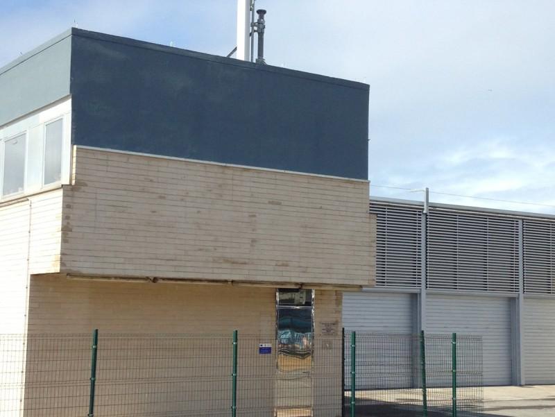 La llotja, amb els tancaments renovats. J: PUNTÍ
