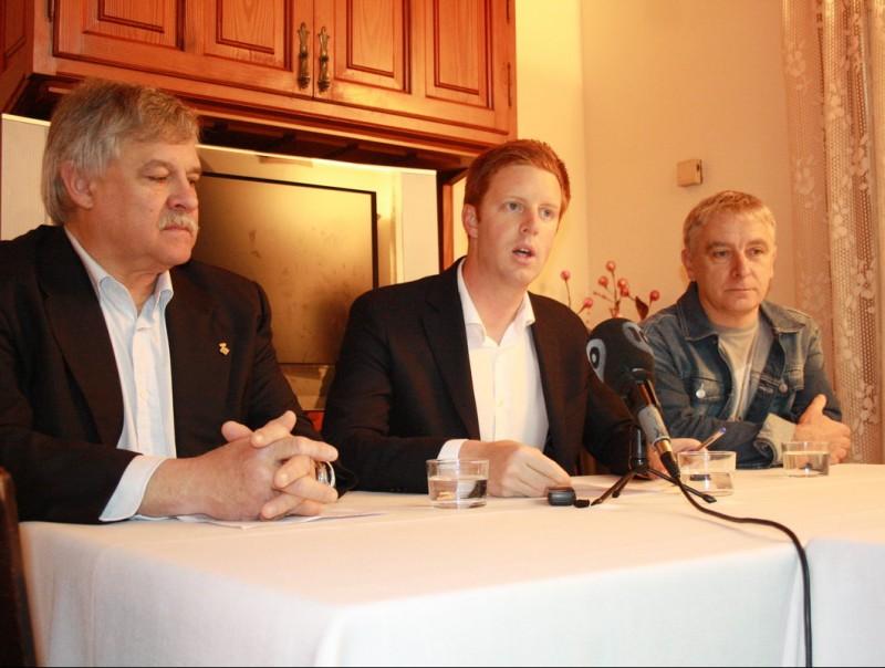 Ball·llosera, Bosch i Ballesta, en la roda de premsa que es va fer ahir al matí en un restaurant. JOAN PUNTÍ