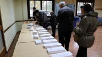 Votants en un col·legi electoral el dia de la votació dels darrers comicis per renovar el Congrés de Diputats espanyol