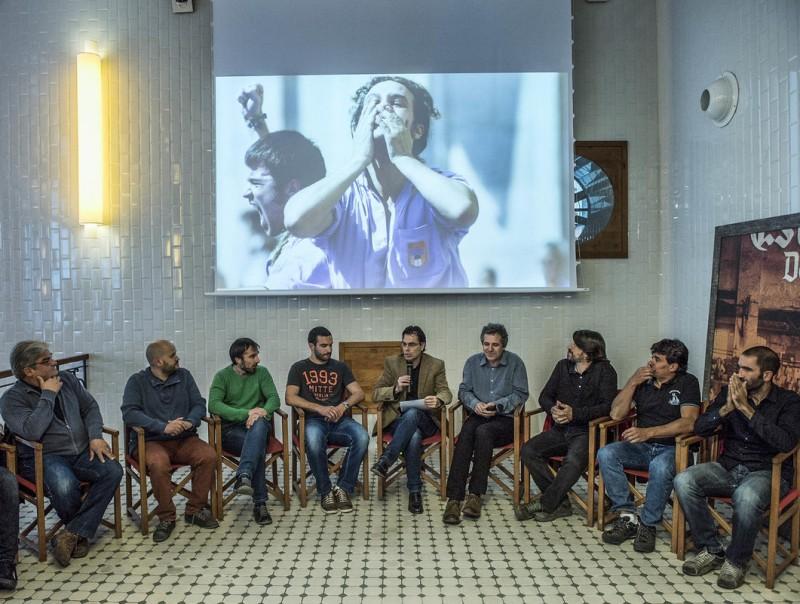 Un moment del debat a estrella Damm. D'esquerra a dreta Pau Camprovín (Sants), Matas (Minyons de Terrassa), Anglada (Marrecs), Moreno (Poble-Sec), Galofré (Joves de Valls), Beumala (periodista i moderador), Grau (Coordinadora de Colles i Jove de Tarragona), Castellví (Capgrossos), Bach (Castellers de vilafranca) i Garriga (Gràcia) J. LOSADA