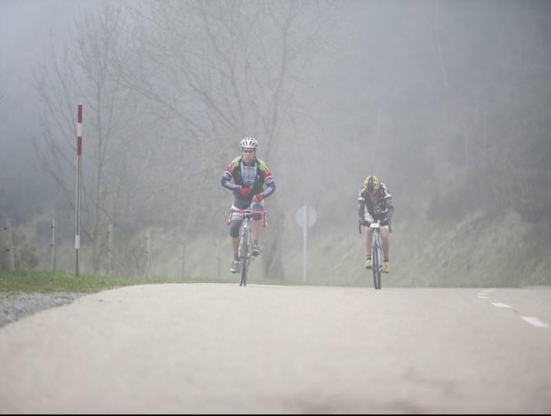 Dos participants a les cotes altes, a un grau de temperatura MARC ROCA / GIOUTDOOR