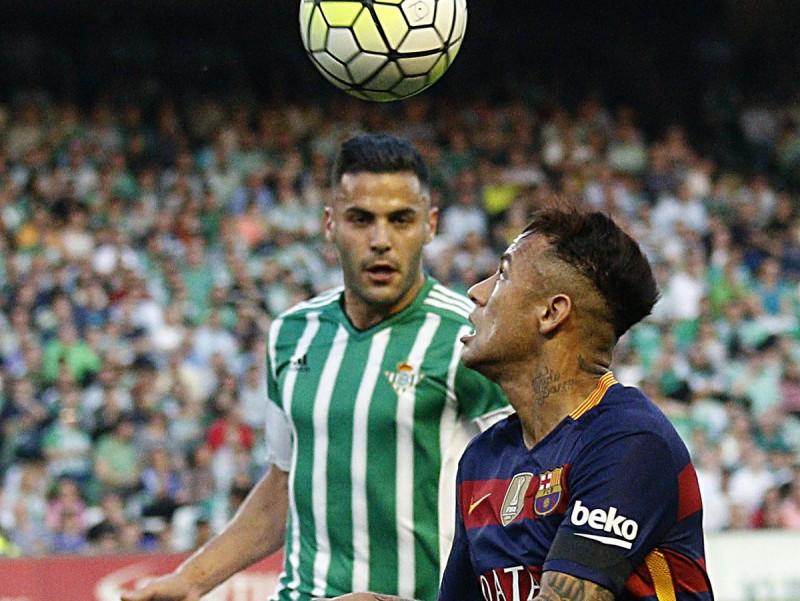 Neymar lluita amb Bruno per una pilota EFE