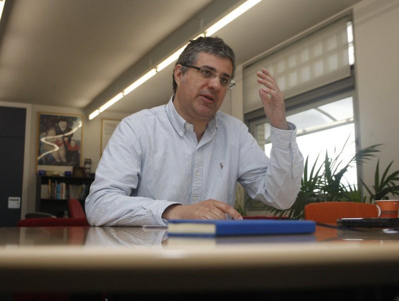 Albert Esteve a la seu del centre, al campus de la Universitat Autònoma de Barcelona (UAB).  ORIOL DURAN