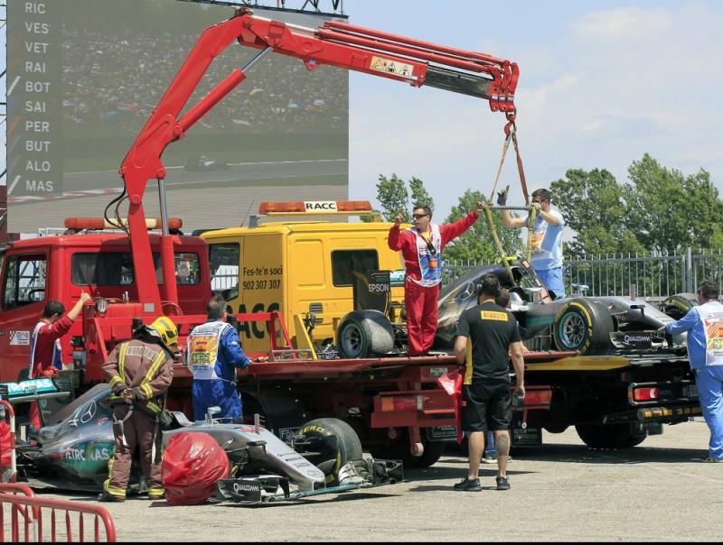 Els dos Mercedes sinistrats són retirats del circuit ABDREU DALMAU / EFE