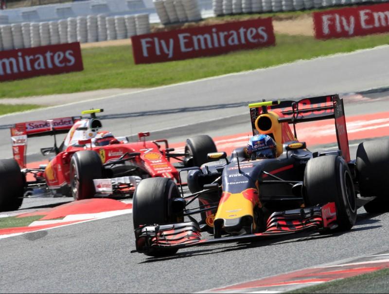 Max Verstappen, perseguit per Kimi Räikkönen, en el tram final de la cursa, quan el finlandès s'hi va apropar més LLUÍS SERRAT