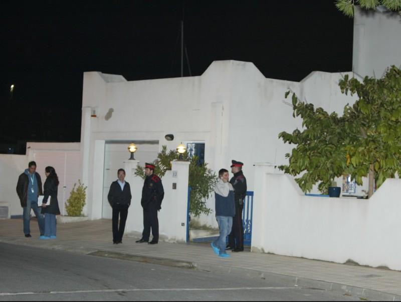 Els Mossos d'Esquadra costudiant el domicili on van passar els fets, que es van registrar el 12 de novembre del 2015 TURA SOLER