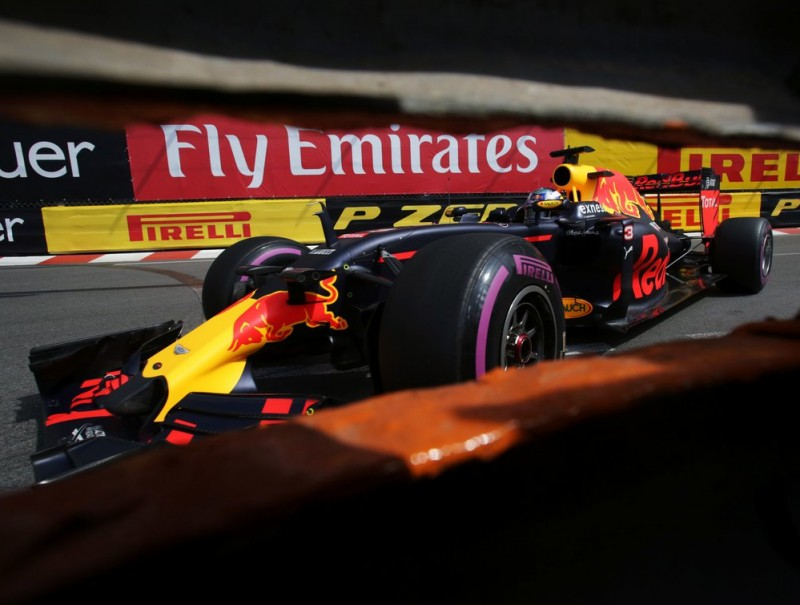 Ricciardo, acaronant les barreres, ahir JEAN CHRISTOPHE MAGNENET / AFP