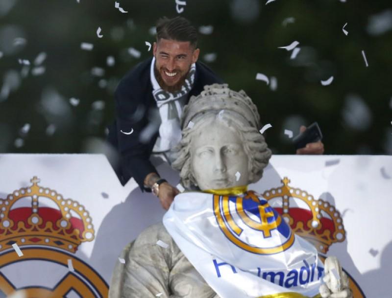 Sergio Ramos a La Cibeles. EFE