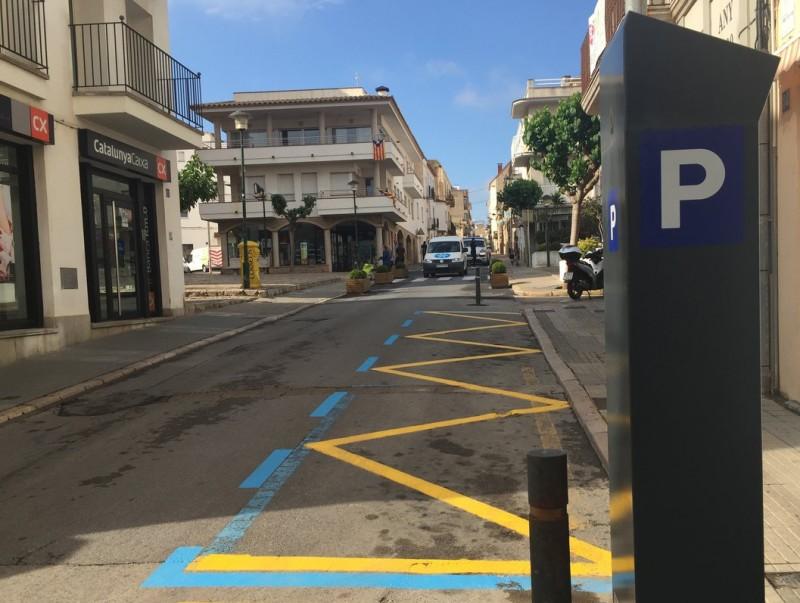 Una zona d'estacionament mixt que combina càrrega i descàrrega amb zona blava, segons l'horari EPA