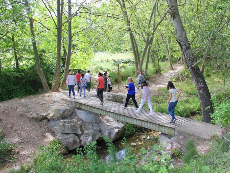 Un moment de la ruta al seu pas per Torrelles de Foix. TAEMPUS / C. MORELL