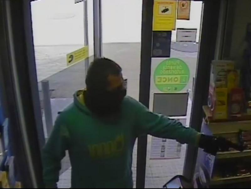 L'atracador en una gasolinera. MOSSOS D'ESQUADRA