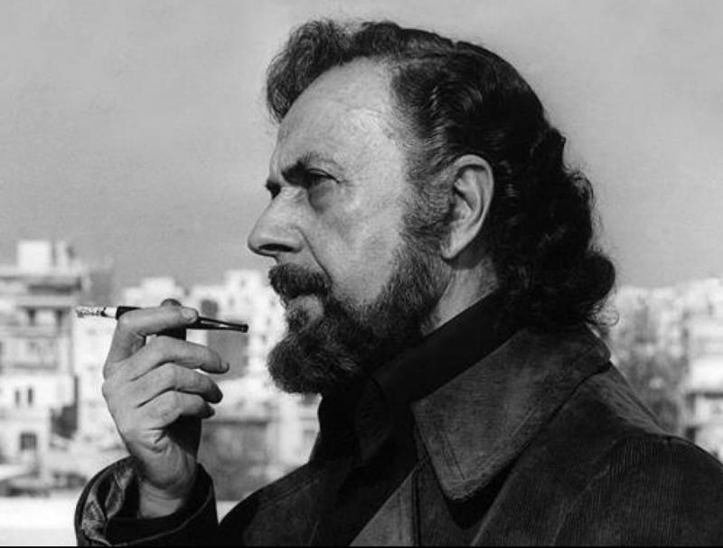 Iannis Ritsos (1909-1990) és un dels poetes grecs més llegits i un dels més castigats: va passar per diversos camps de concentració, com el que inspira el llibre 'Repeticions' ARXIU