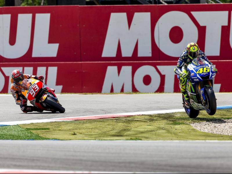 Rossi, camí de la victòria un any enrere, tallant recte per la xicana REUTERS