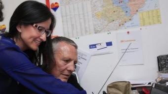 Margarita Santo i Jean Castel seguint els resultats ahir a la nit a la seu del partit LLUÍS SERRAT