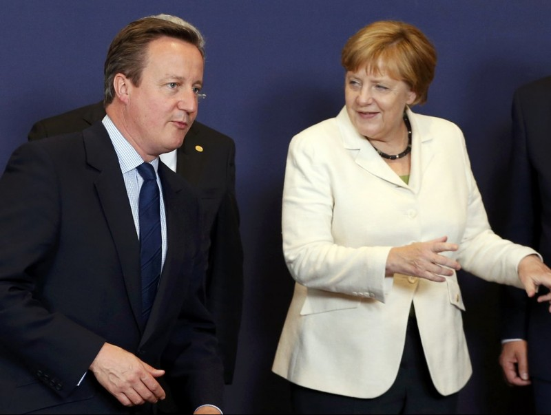 Cameron i Merkel, abans de començar la cimera de caps d'Estats de la UE REUTERS
