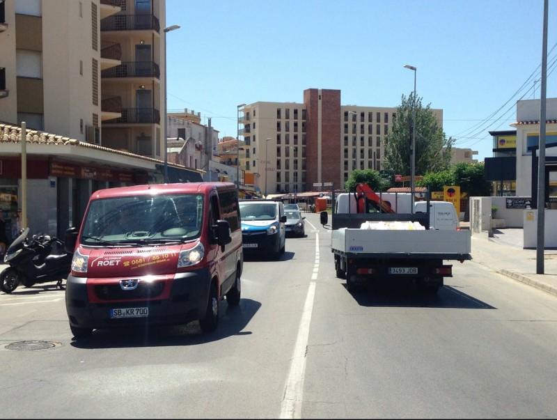 El primer tram de l'Avinguda Montgó ahir al matí. JOAN PUNTÍ