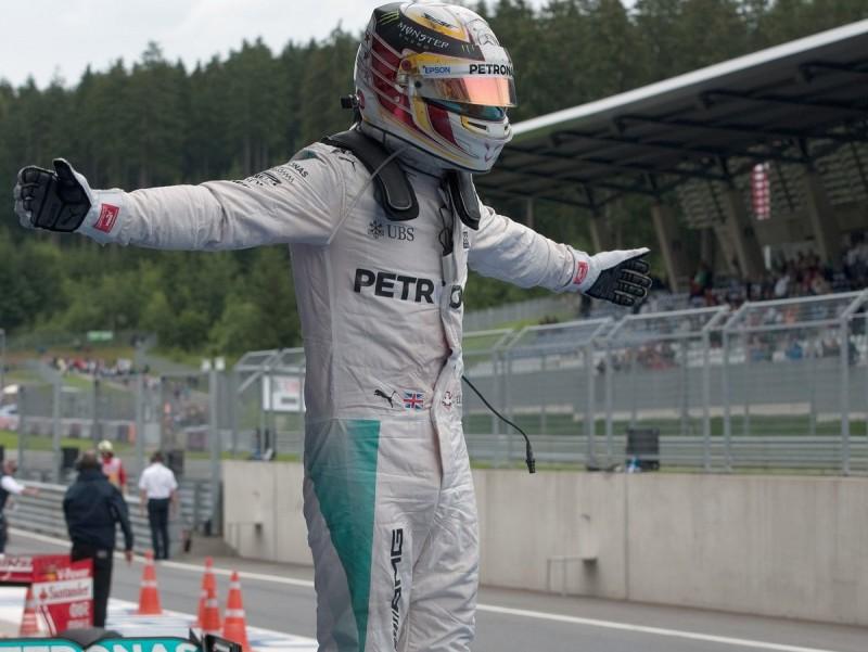 Hamilton, celebrant el triomf a Àustria, diumenge AFP