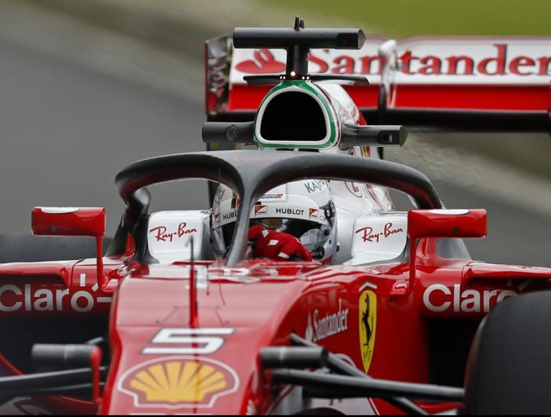 Vettel, provant el sistema halo de protecció, ahir REUTERS