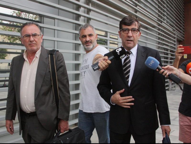 Bassols , a l'esquerra, i el seu lletrat, Carles Monguilod ACN