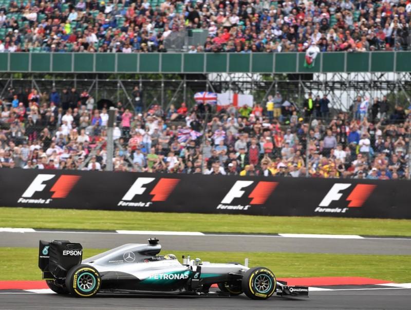 Hamilton no va tenir rival al seu circuit de casa ANDREI ISAKOVIC / AFP
