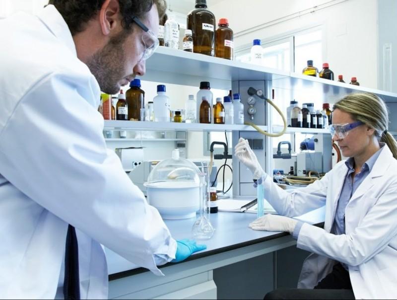 Imatge dels laboratoris de l'empresa biotecnològica lleidatana AXEB Biotech.  ARXIU