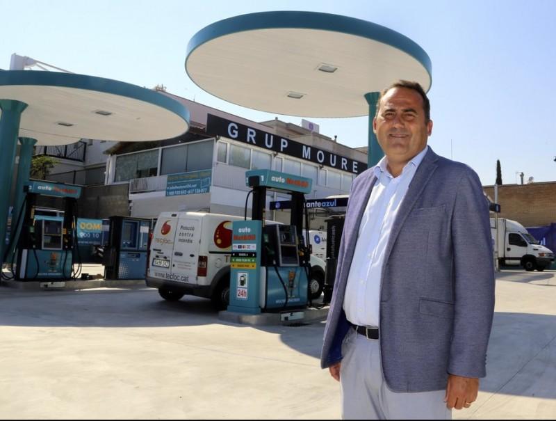 Marcos Moure, propietari d'Autonet & Oil i El Elefante Azul, a la instal·lació d'Alella, al Maresme.  QUIM PUIG