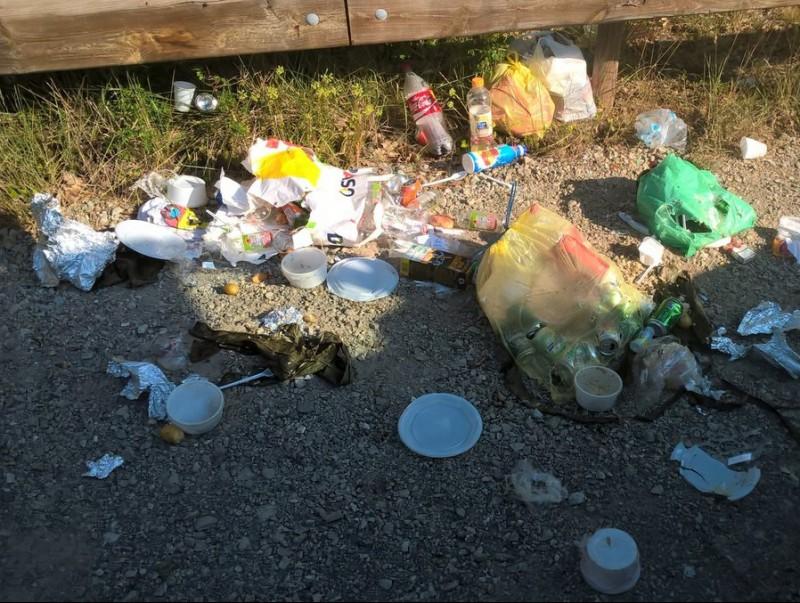 Escombraries deixades als voltants de la riera de Merlès durant aquest estiu JOAN ROMA