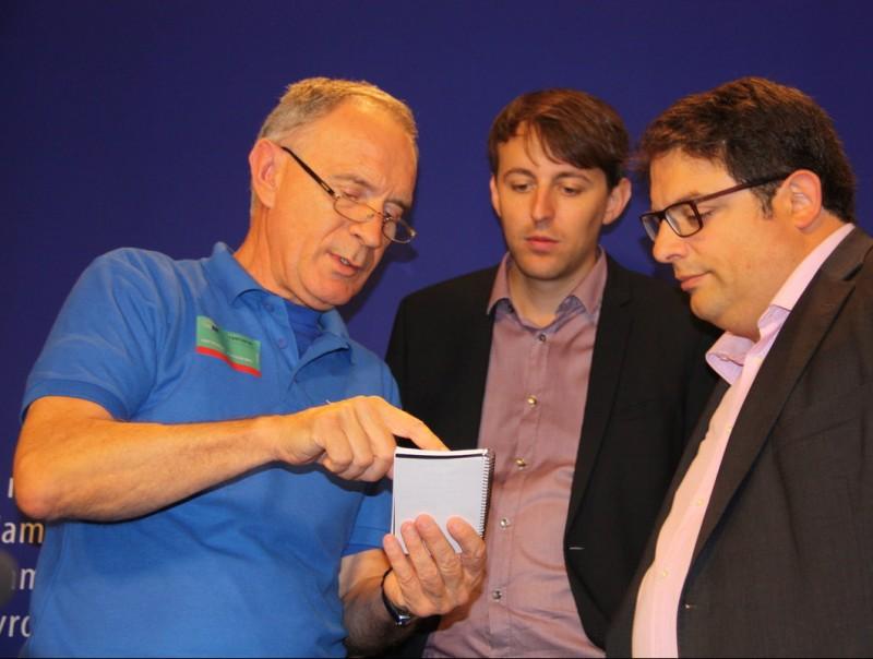 El portaveu de la PDE amb eurodiputats catalans. ACN