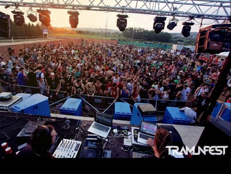 El festival Tramunfest en sortir el sol a l'edició de l'any passat festival tramunfest