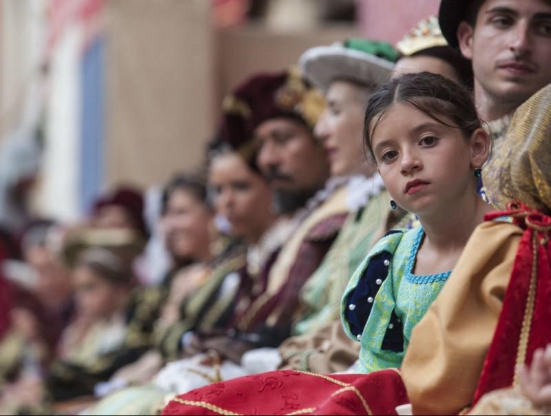 Els veïns de Tortosa es vesteixen d'època per a participar als actes organitzats per la Festa. J.C.L