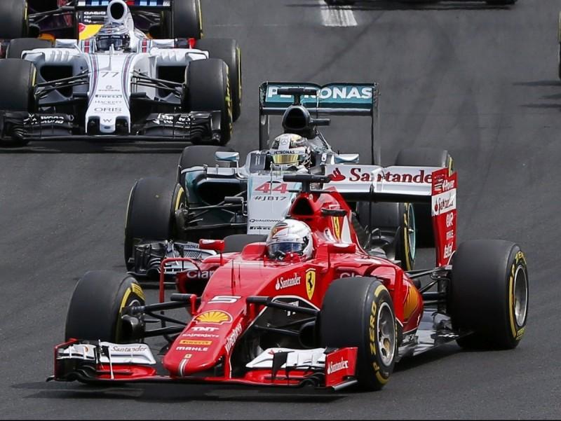 Vettel supera Hamilton en la sortida del 2015 REUTERS