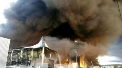 Incendi declarat a una fàbrica de l'Olleria. AGÈNCIES
