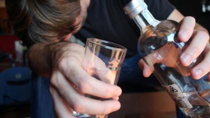 Homes amb una mitjana d'edat de 47 anys és el tipus de persona que acostuma a demanar ajuda per superar l'addició a l'alcohol