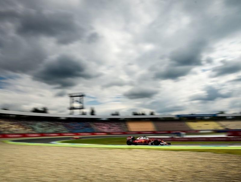 Vettel, al bell mig del 'motodrom' de Hockenheim, ahir SASCHA SCHUERMANN / AFP
